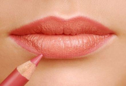 Essence молив за устни